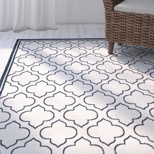 Maritza Traditional Power Loomed Ivory/Navy Indoor/Outdoor Area Rug