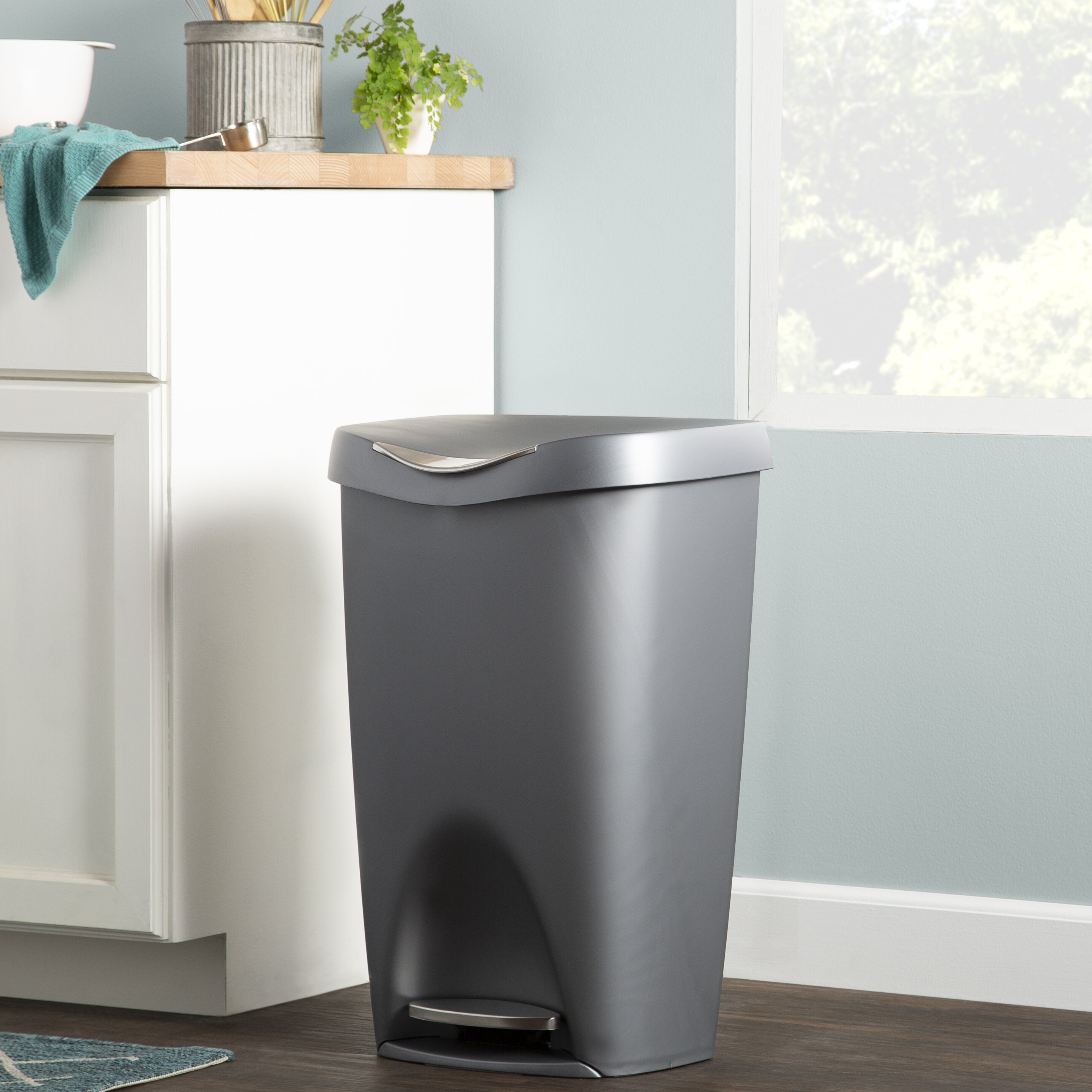 Wayfair Basics Plastic 5 Gallon Step On Trash Can