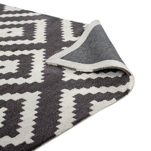 Best Reviews Thym Ivory/Charcoal Abstract Diamond Area Rug ByMack & Milo
