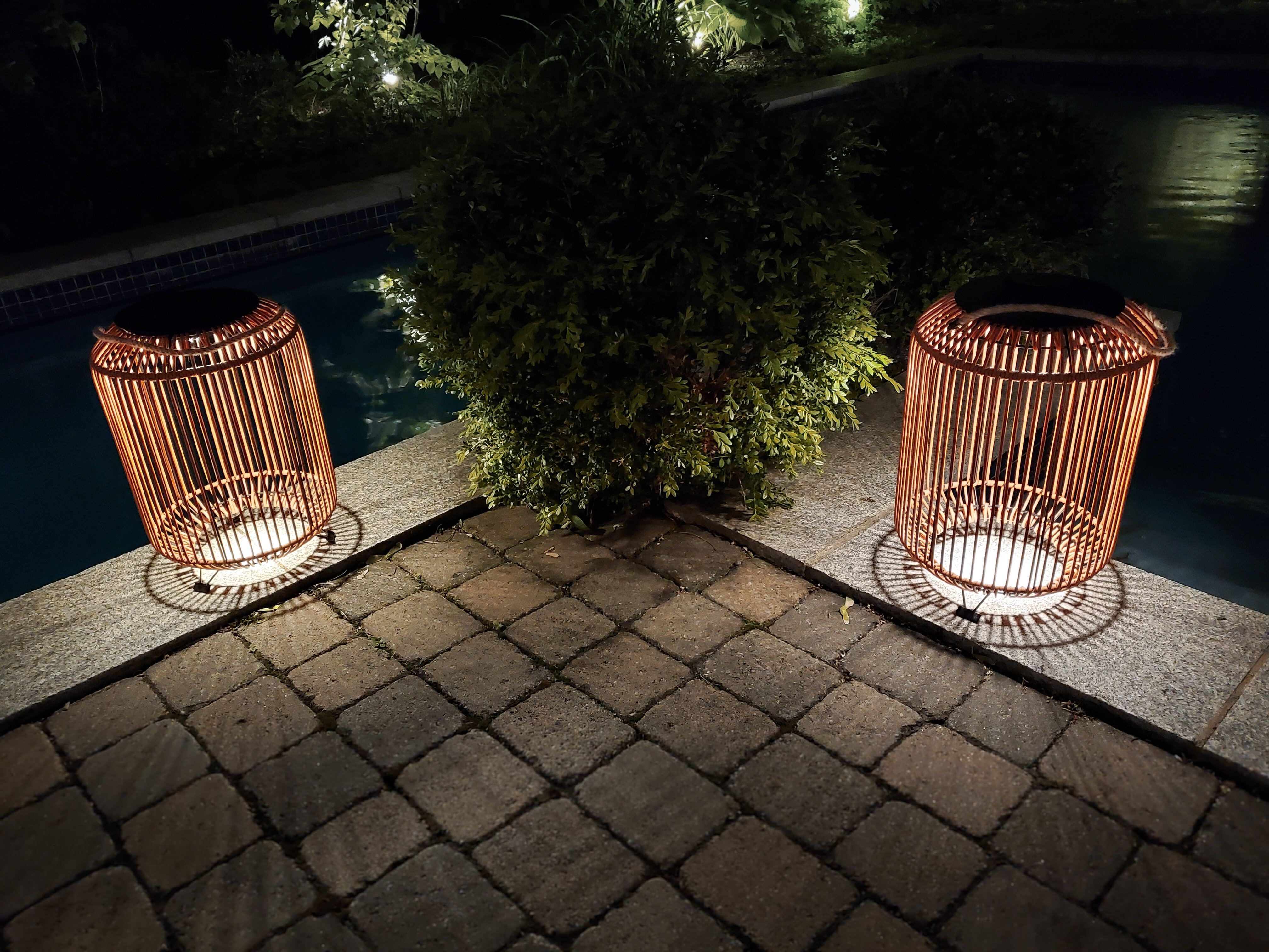 Picture of: Bazz 18 87 Solar Powered Integrated Led Outdoor Floor Lamp Reviews Wayfair Ca