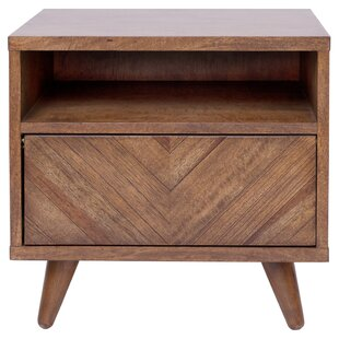Bland Chevron Nightstand