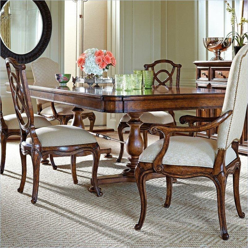 Arrondissement Famille Pedestal Dining Table