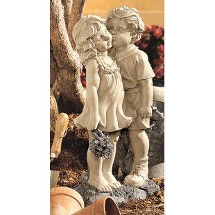 Etonnant Young Sweethearts Kissing Children Garden Statue