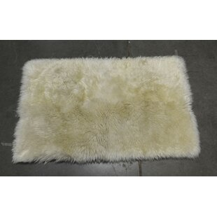 Best Reviews Heiss Hand-Woven Sheepskin White Area Rug By Mercer41