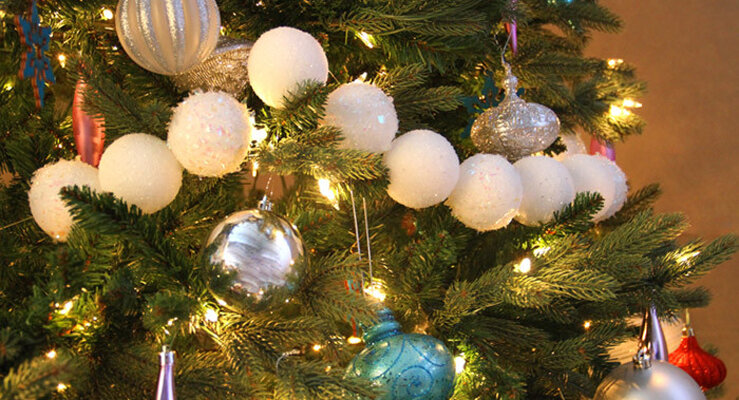 Weihnachtsbaum Girlande.Diy Glitzernde Girlande Für Den Weihnachtsbaum Wayfair De