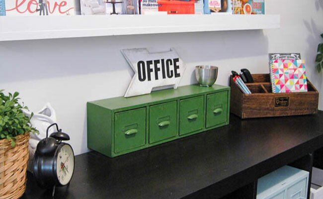 1 Hour DIY: Vintage Inspired Office Sign