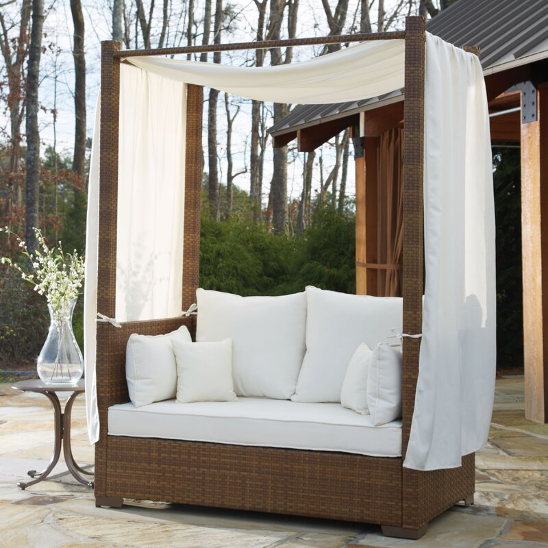 St Barths Daybed With Cushion And Curtains