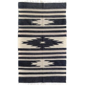 Elegant Ashmore Handmade Kilim Wool Beige/Black Area Rug