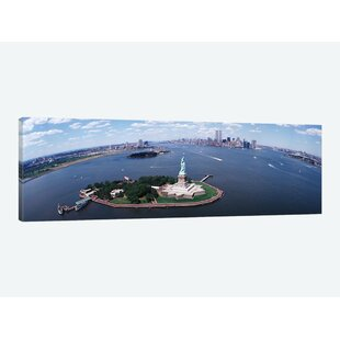 c22c0d42299c  Wide-Angle View of New York Harbor Featuring the Statue of Liberty