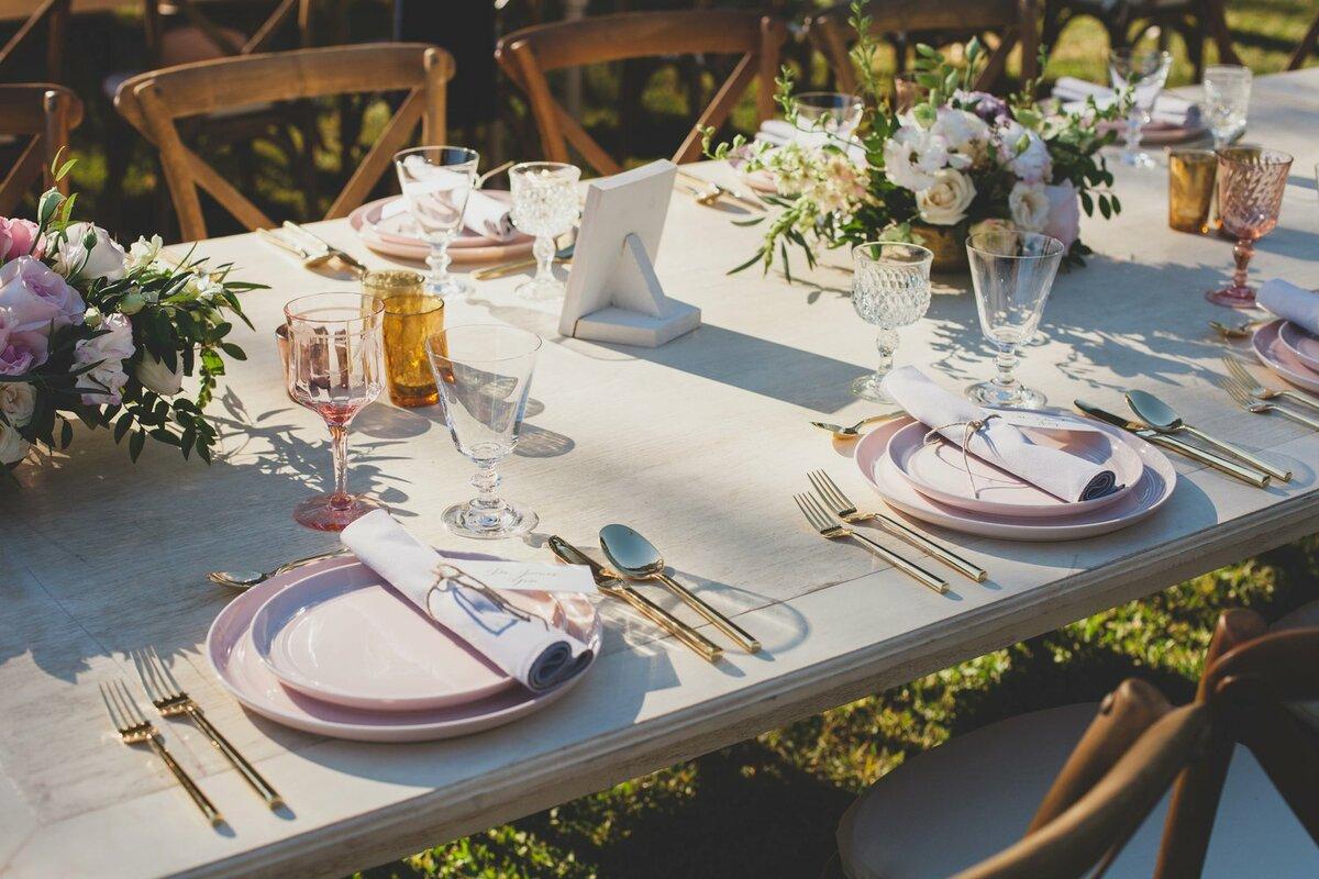 MODERN FARMHOUSE OUTDOOR TABLESCAPE SETTING