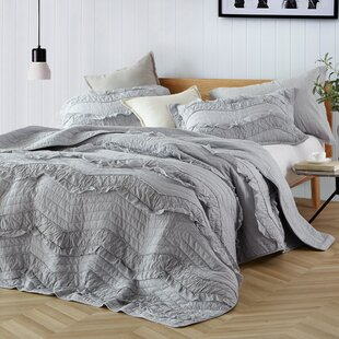 Pelham Relaxing Chevron Ruffles Quilt Set by Eider & Ivory