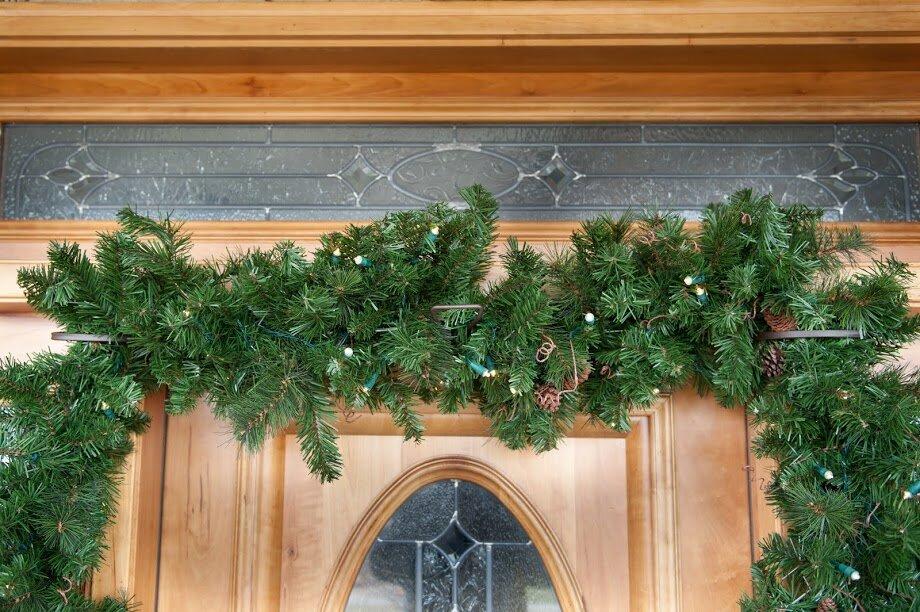 Premium Christmas Wreath EZ Single Door Garland Hanger & TreeKeeper Premium Christmas Wreath EZ Single Door Garland Hanger ...