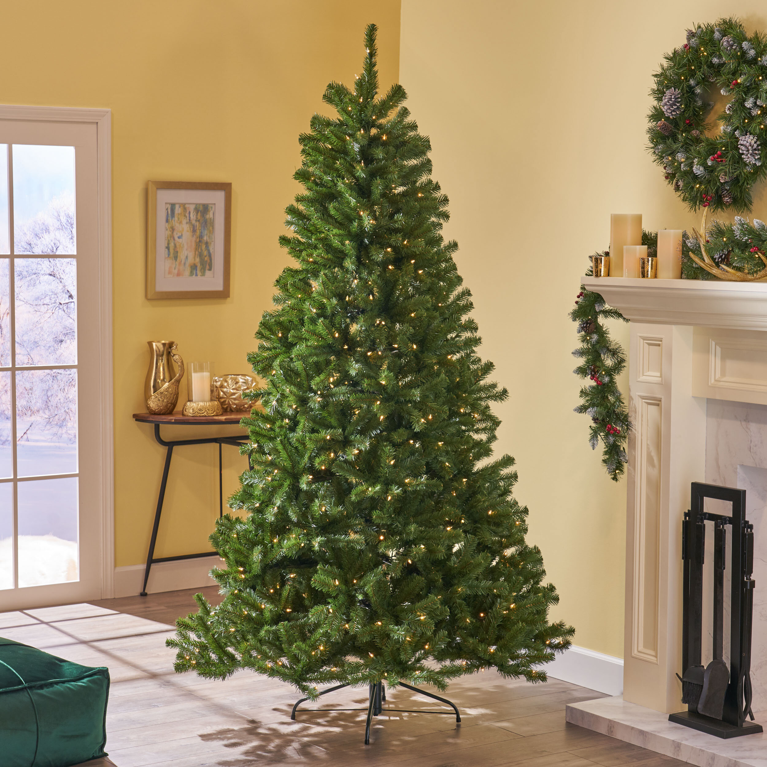 Artificial Christmas Tree With Lights.Green Fir Artificial Christmas Tree With Clear White Lights