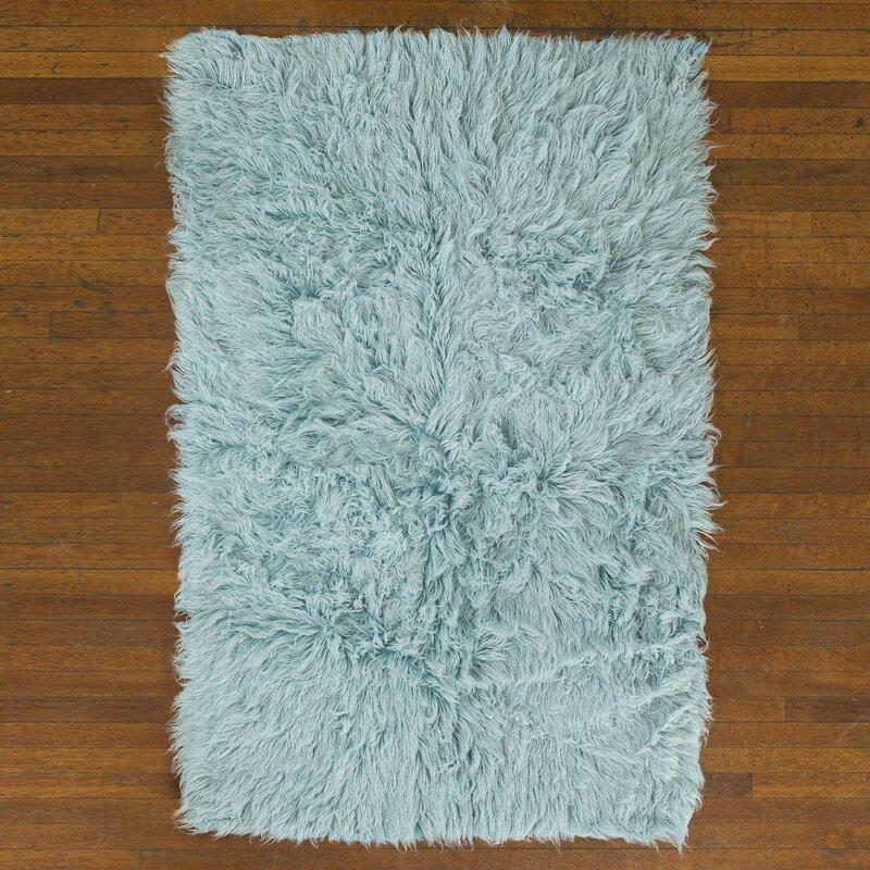 handgewebter teppich flokati in blau