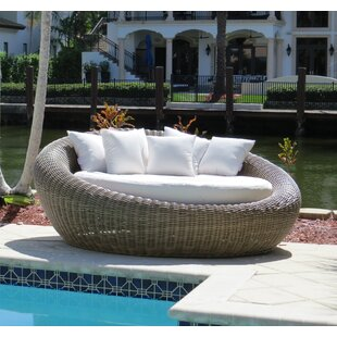 Mauzac Round Patio Daybed with Cushions by Longshore Tides