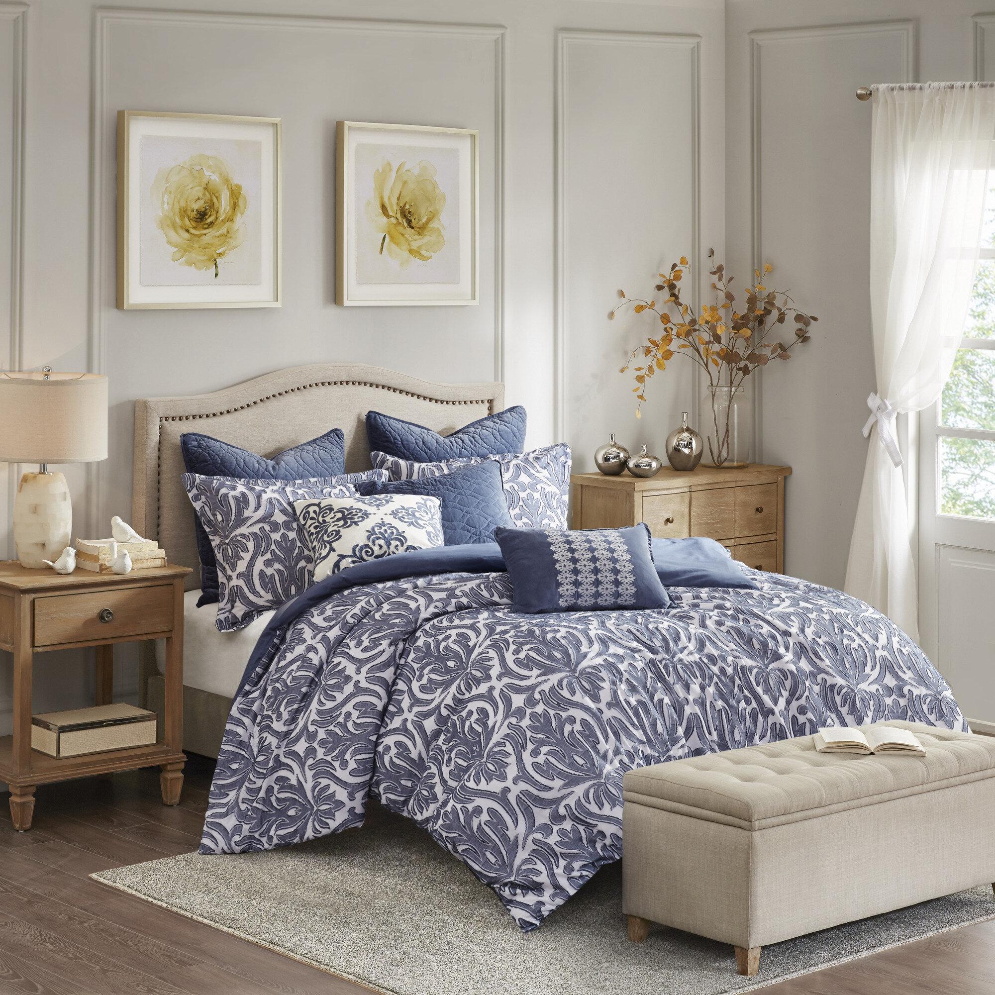 BiancaFeatures a superb jacquard design Amalfi White Quilt Duvet Cover