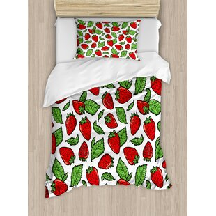 Fruit Juicy Strawberries With Leaves Yummy Food Charming Sweets Graphic Design Duvet Set