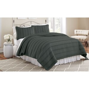 Mountain View 3 Piece Ruffled Quilt Set