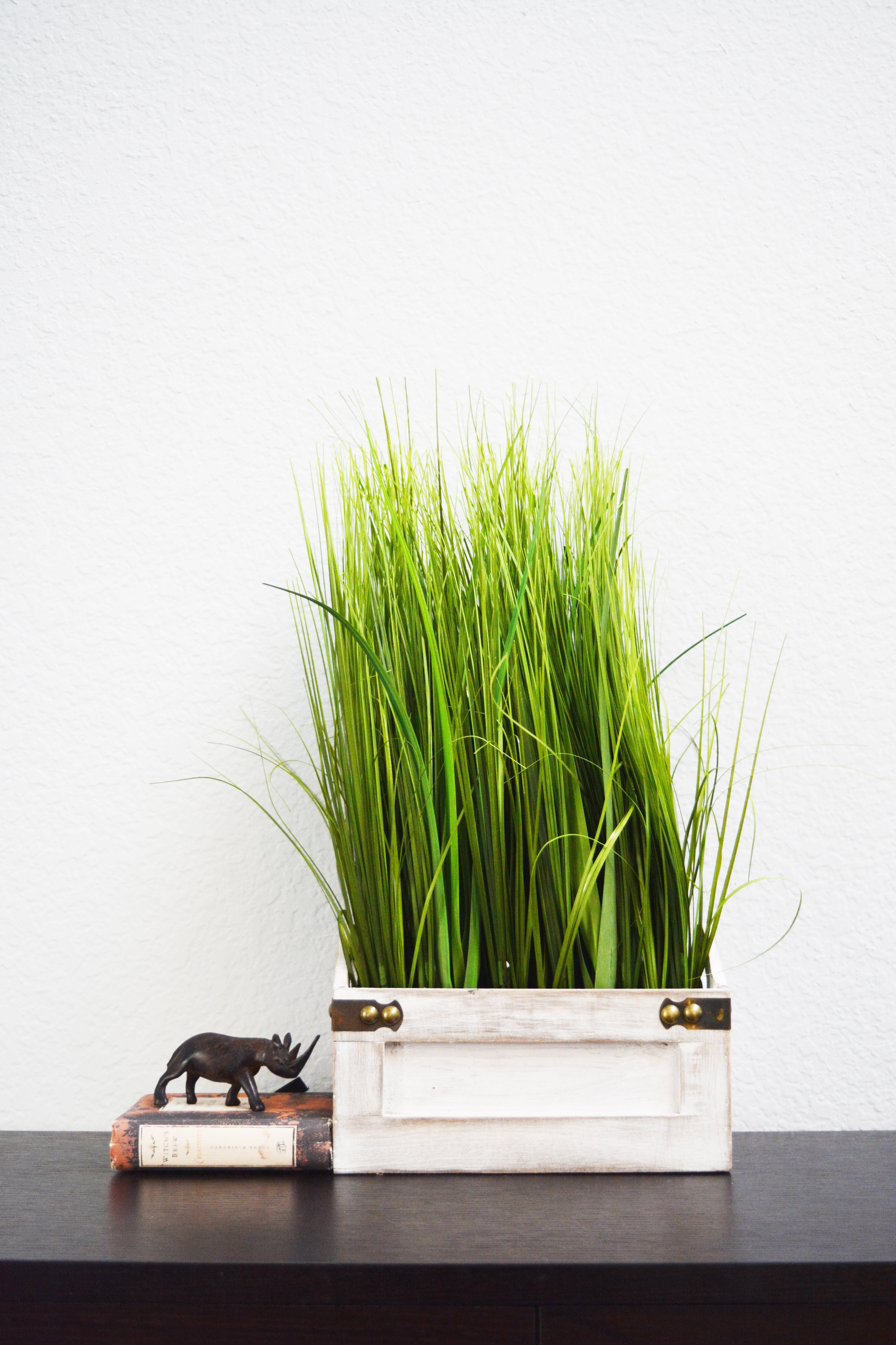 Admiredbynature Artificial Desktop Grass With Wooden Plant In Pot