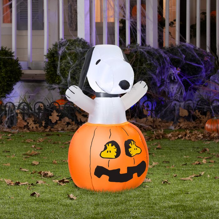 Snoopy And Woodstock Christmas Inflatable.Snoopy In Pumpkin With Woodstock Inflatable
