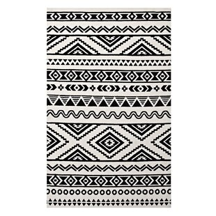Best Reviews Shaun Geometric Moroccan Tribal Black/White Area Rug By Ivy Bronx