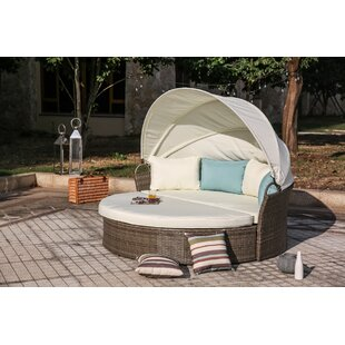 Beachcrest Home Harlow Daybed with Cushions