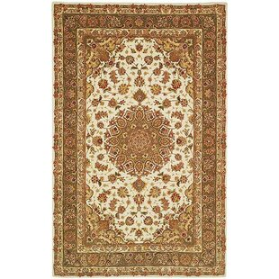 Where buy  Persian Court Ivory/Light Olive Rug By Safavieh