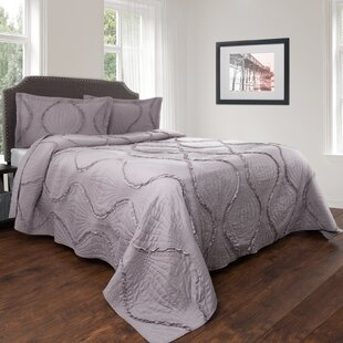 Achilles Curved Ruffle Quilt Set