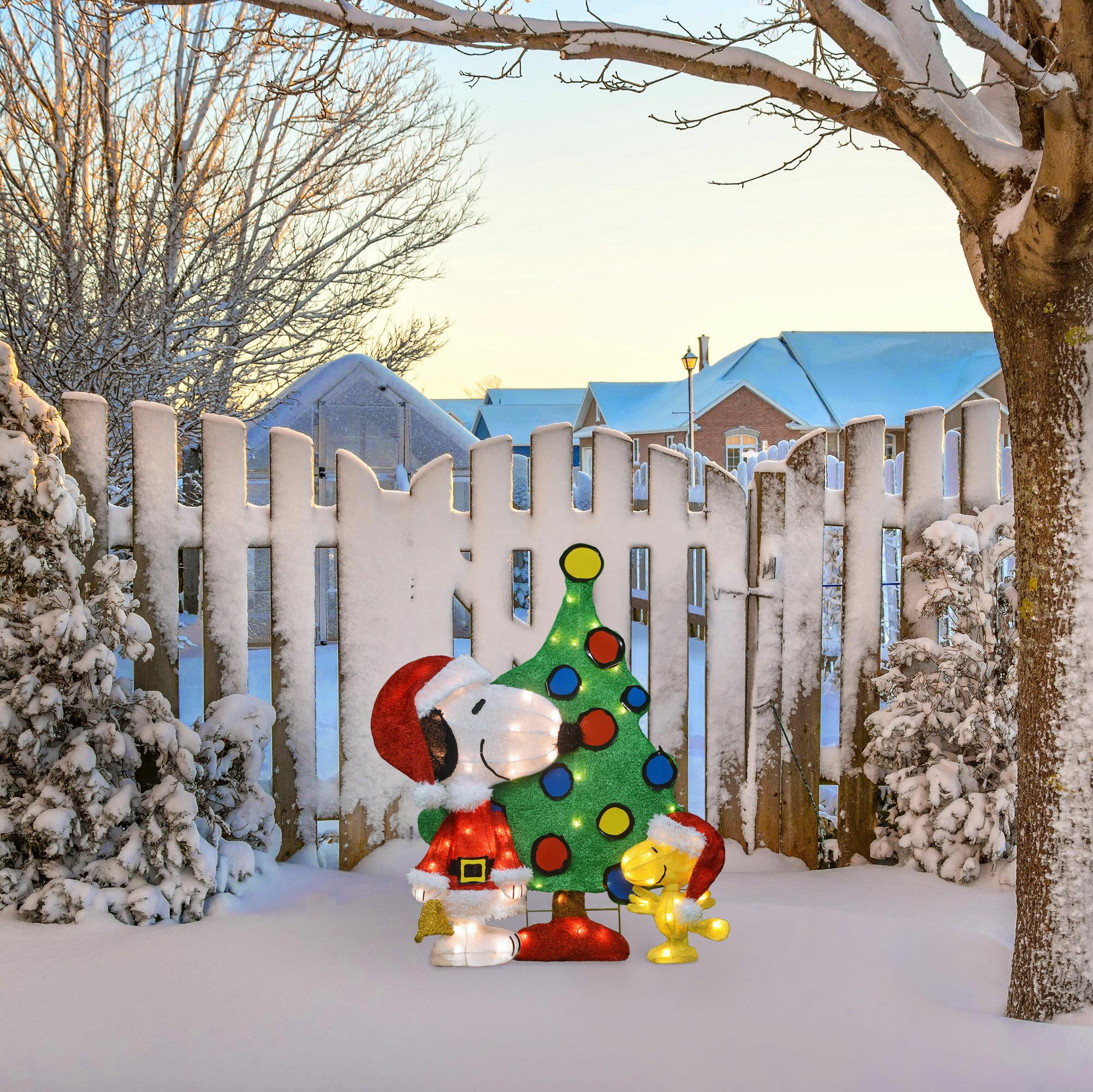 The Holiday Aisle 3 Piece Pre Lit Santa