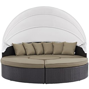 Brentwood Daybed With Cushions