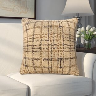 Aranha Throw Pillow