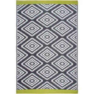World Collection Gray/White Indoor/Outdoor Area Rug