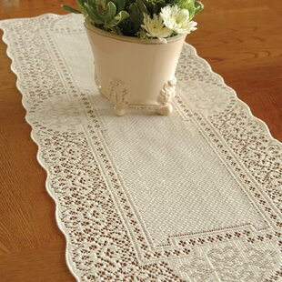 Ordinaire Canterbury Classic Runner. By Heritage Lace