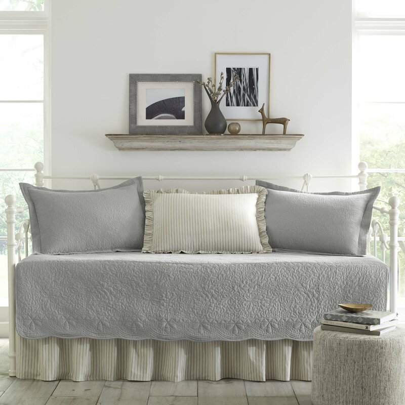 Perfect Annamae Gray 5 Piece Daybed Quilt Set
