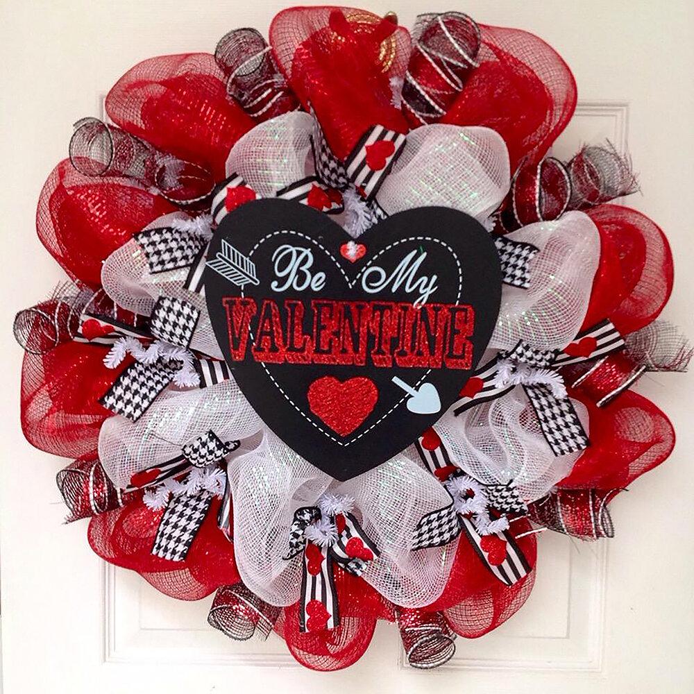 Valentine/'s Day Gift Be Mine Sign Valentine/'s Day Decoration Galentine/'s Day Valentine/'s Day Mesh Door Wreath Valentine/'s Day Wreath