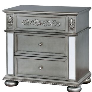 Nya Traditional Wood 3 Drawer Nightstand by Rosdorf Park