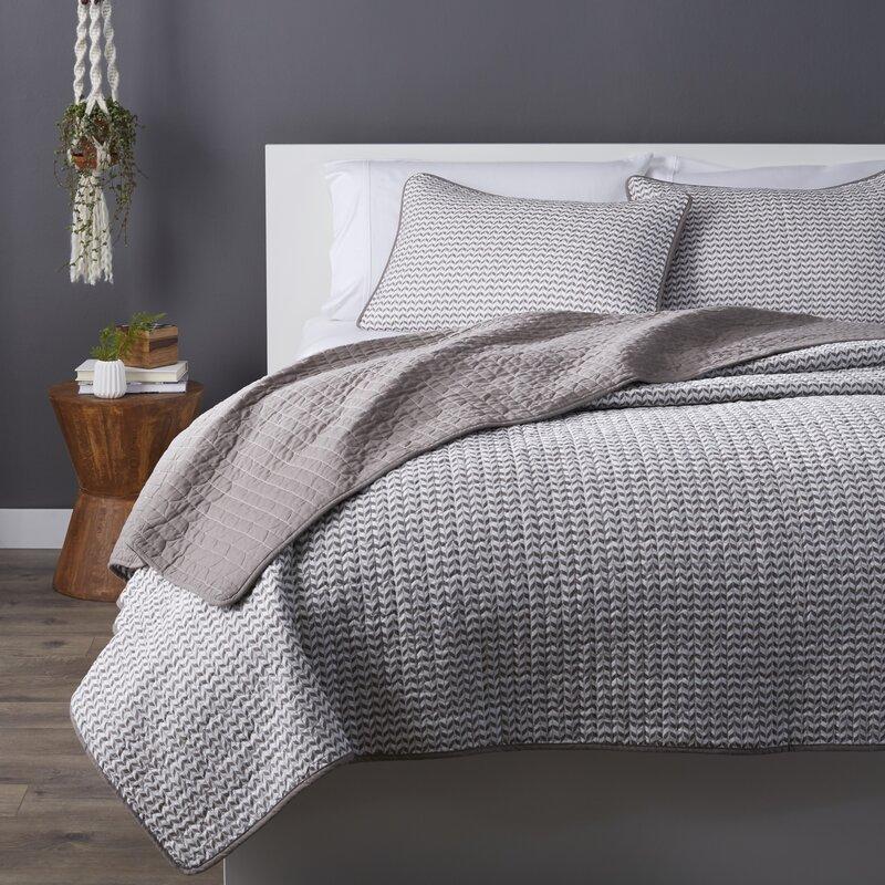 Mcgreevy 100% Cotton Reversible Quilt Set