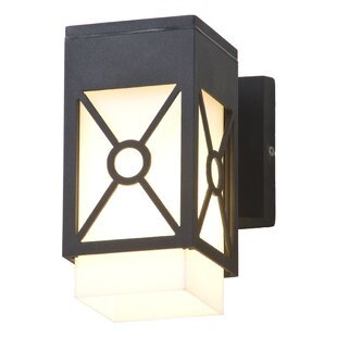 Reviews Summerside 1-Light Outdoor Sconce By DVI