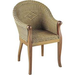 Review Macmillan Armchair