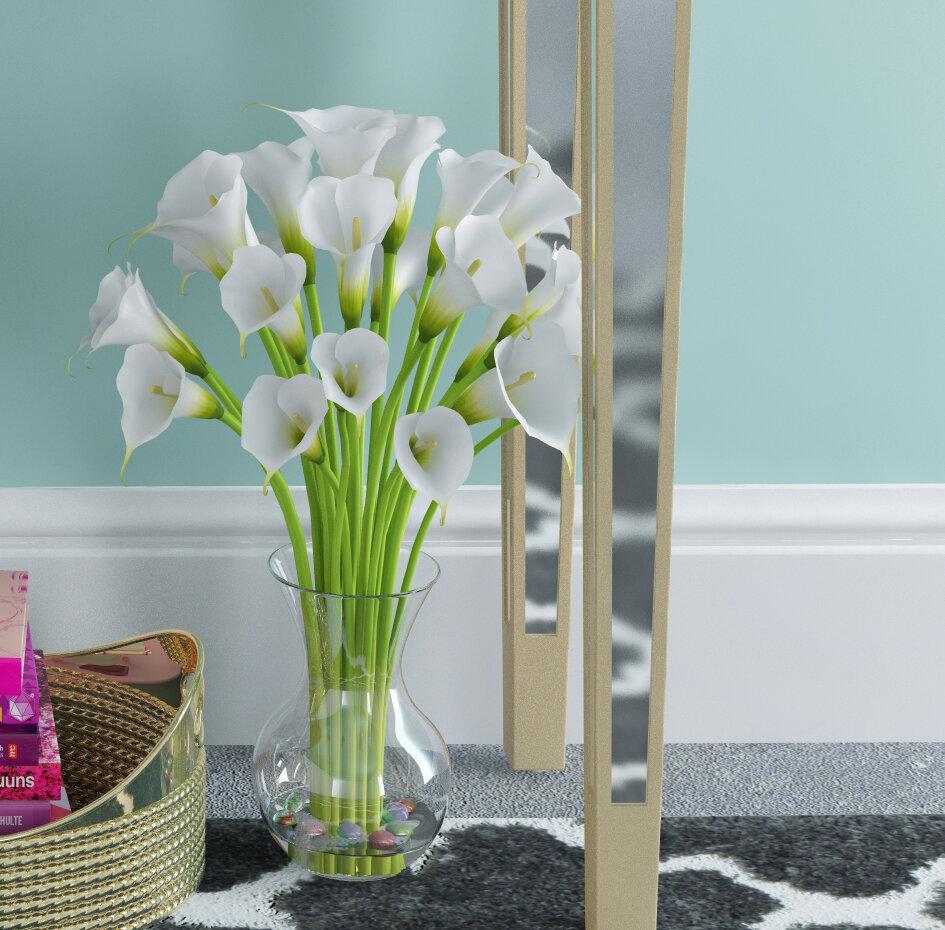 Small calla lily in glass vase izmirmasajfo