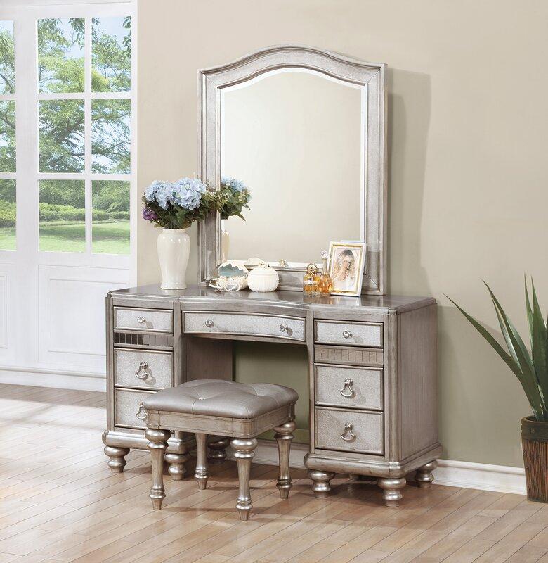 Annunziata Vanity Desk Set