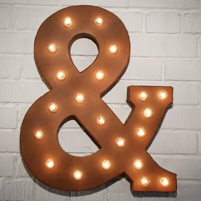 mortimer ampersand letter wall dcor