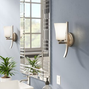 Hong 1-Light Armed Sconce by Latitude Run