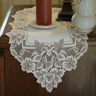 Superbe Heirloom Runner. By Heritage Lace