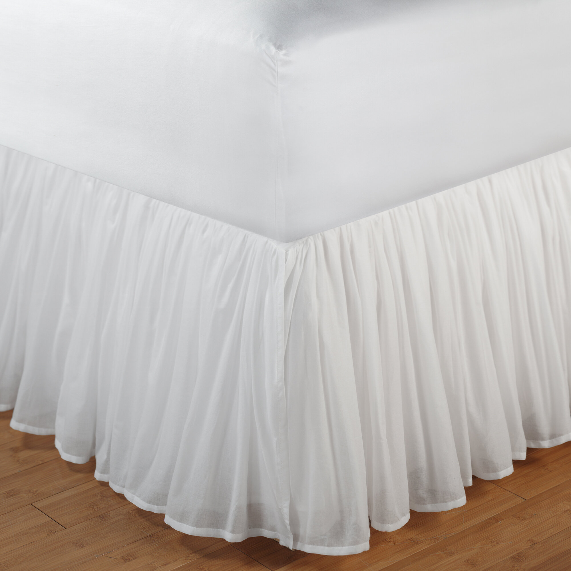 "18 /""  QUEEN WHITE DUST RUFFLE OR BED SKIRT SPLIT CORNERS made in usa"