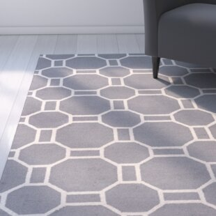 Evangeline Hand-Tufted Gray Geometric Indoor/Outdoor Area Rug