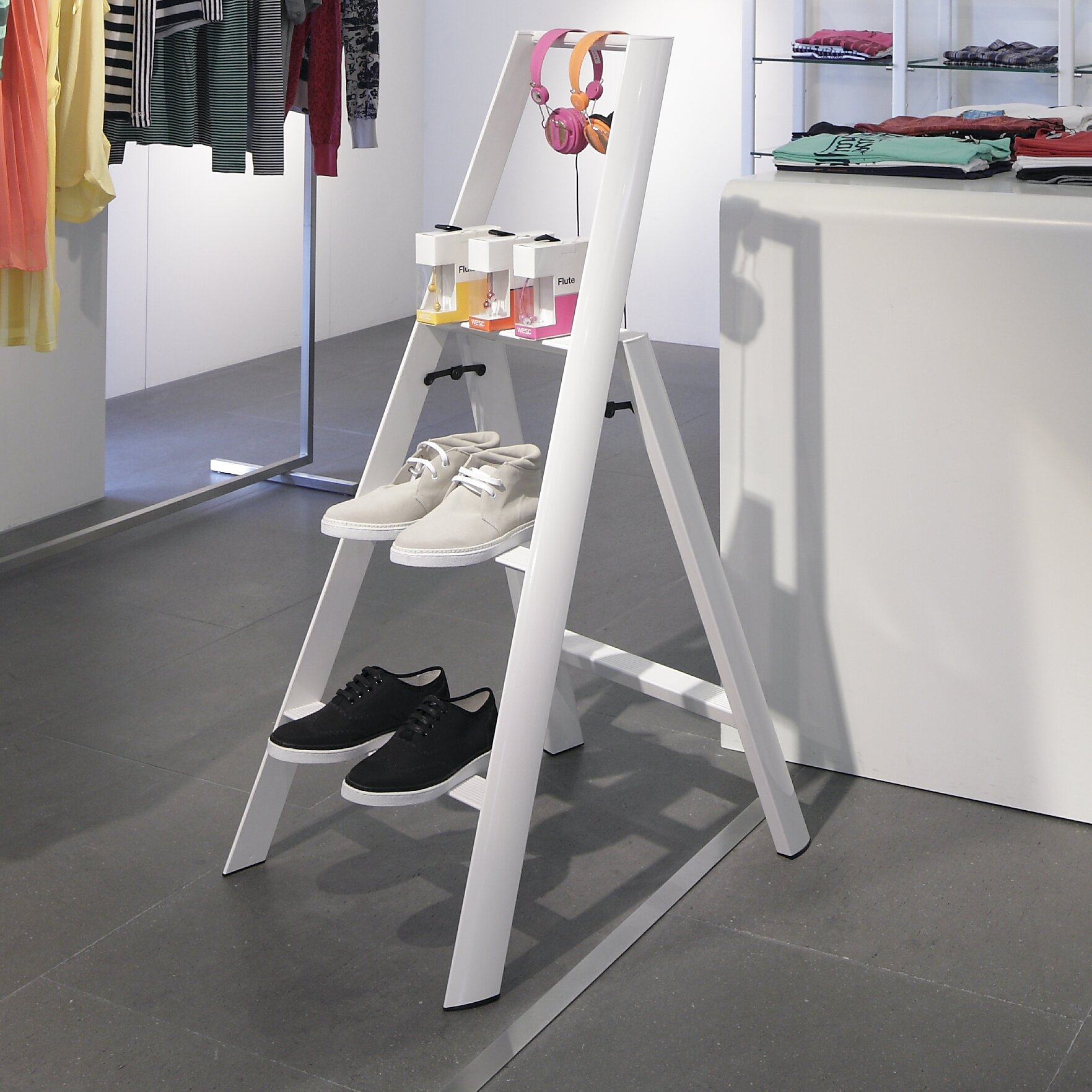 Groovy The Best Ladder Is The Hasegawa Lucano 3 Step Ladder 2017 Caraccident5 Cool Chair Designs And Ideas Caraccident5Info