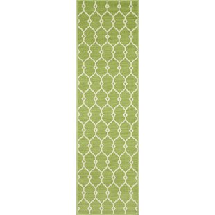 Halliday Traditional Green Indoor/Outdoor Area Rug