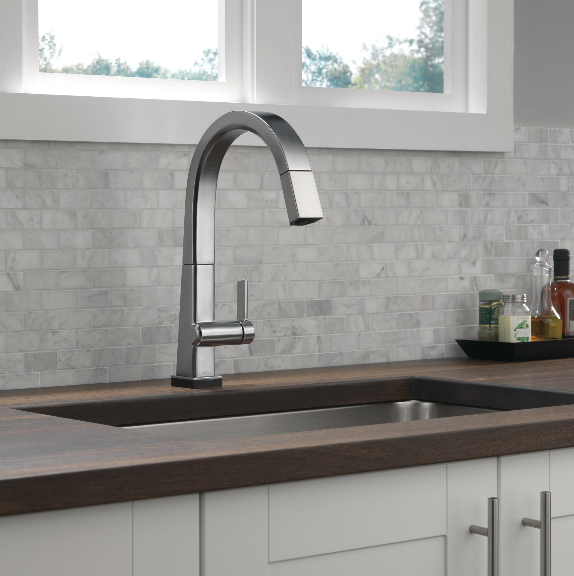 Pivotal Pull Down Touch Single Handle Kitchen Faucet with Touch20 Technology