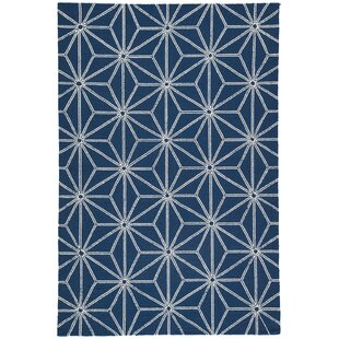 Saison Hand Hooked Navy Indoor/ Indoor/Outdoor Area Rug